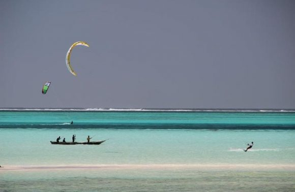 Catch Indian Ocean breeze (Kite Surfing)
